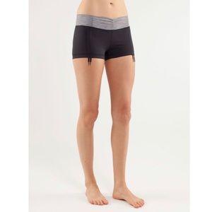 LULULEMON Hot 'n sweaty short size 2 black striped